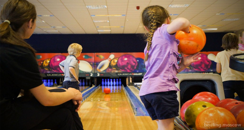 С какого возраст дети могут играть в боулинг?