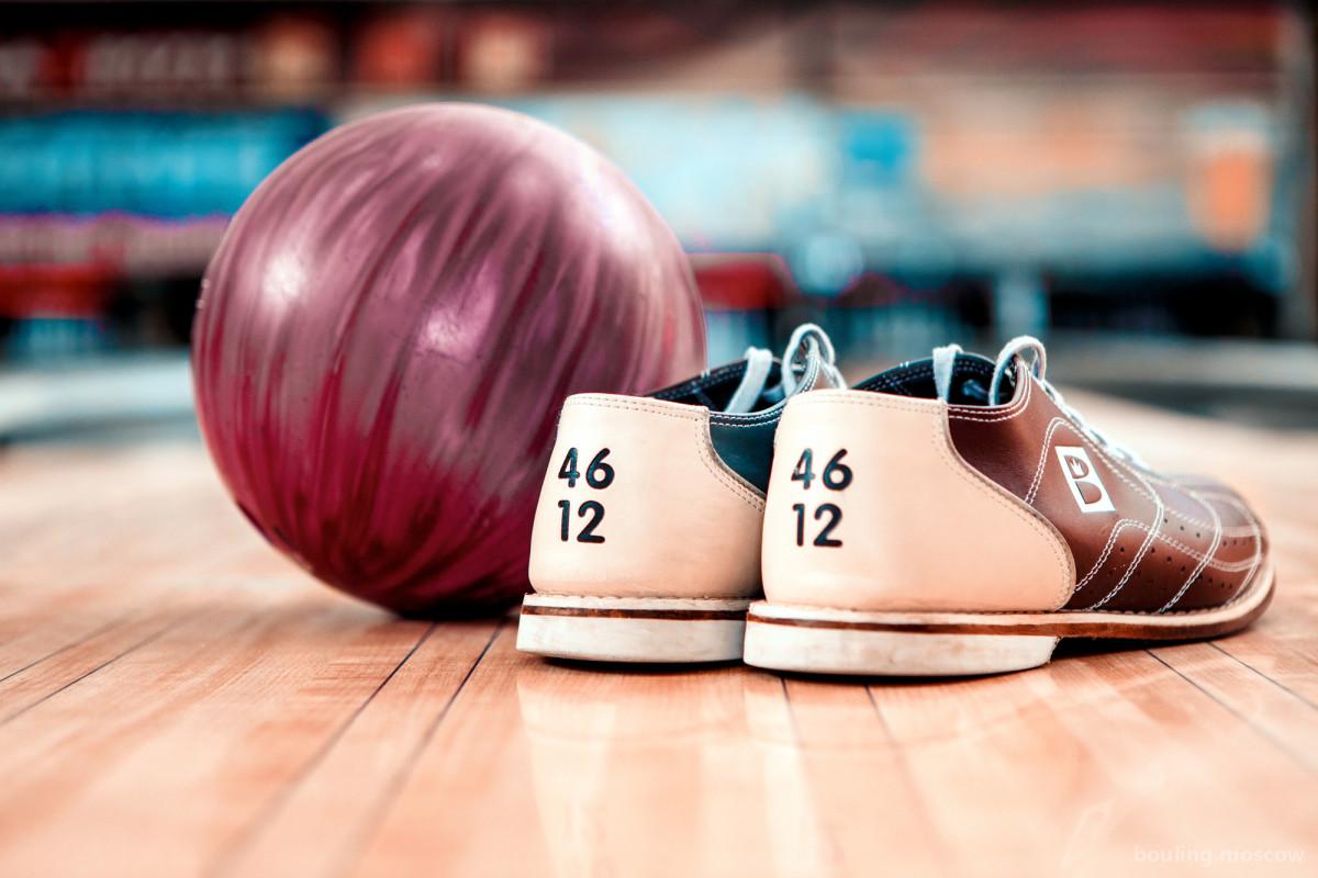 Почему для боулинга нужна специальная обувь?